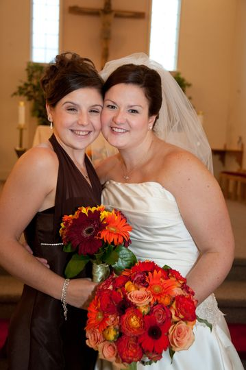 Bride & Maid of Honor with Complimenting Bouquets in Fall Colors