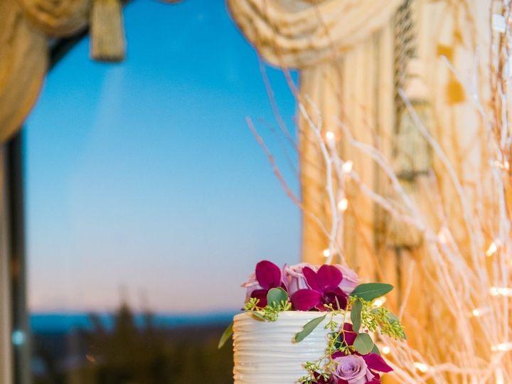 Tmx Cake Cascade 51 32656 157844545453573 Highland Mills wedding florist