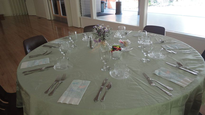 Table setting and mint linen
