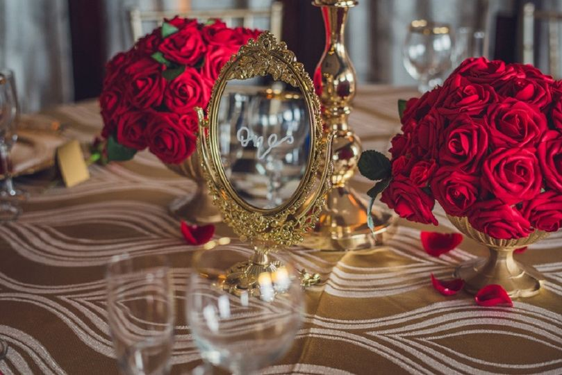 Red & Gold Table Decor