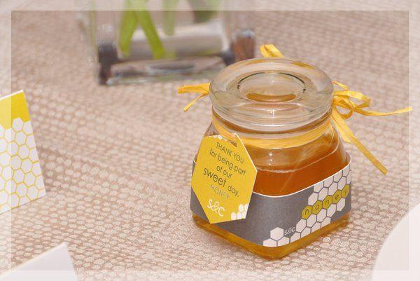 honeycombjarnamecardplatevase