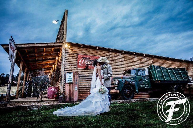 57ae35d105a69d1e 1377098909276 wedding pic
