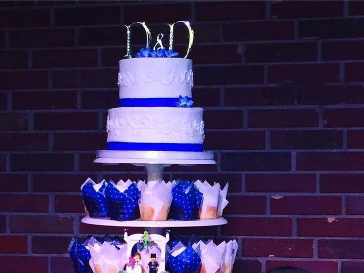 Tmx 1538693870 181bce995875b7b9 1538693869 Fa651c4c5a7ae546 1538693868072 1 Cupcakes2 Arlington, Texas wedding cake