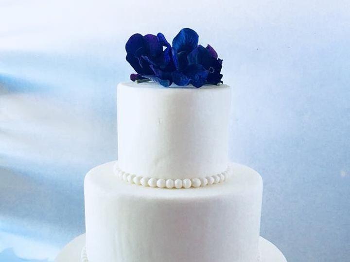 Tmx 1538695665 6fa70eb9686b5f6f 1538695664 943f80b496ab8370 1538695663234 1 Wedding Cake 014 Arlington, Texas wedding cake