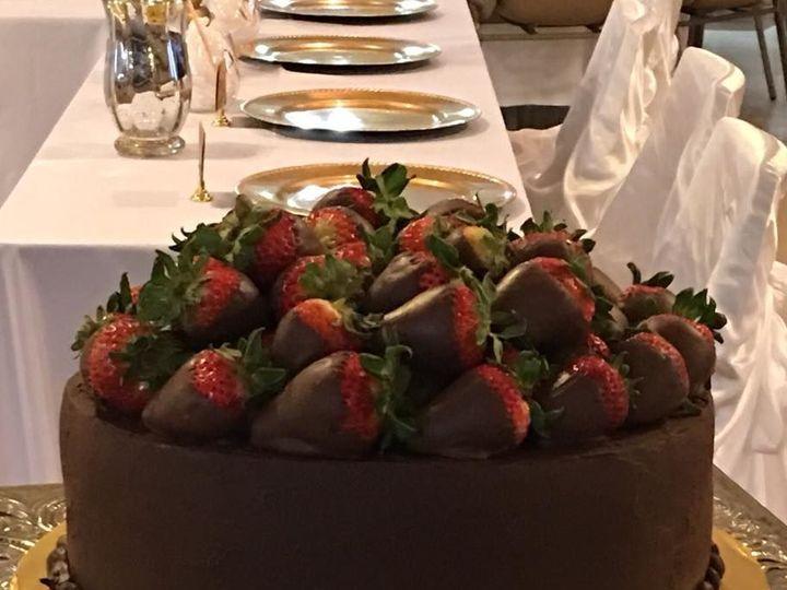 Tmx 1538695799 1cf942a6a13be639 1538695798 56a16ac8e88d3799 1538695796713 2 Grooms Cake 005 Arlington, Texas wedding cake