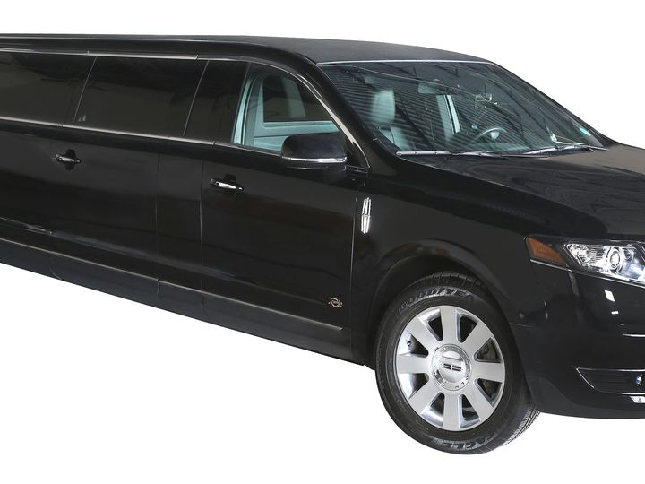 Tmx Blackline Limousine 8 Passenger Stretch Exterior 51 674756 Oak Creek wedding transportation