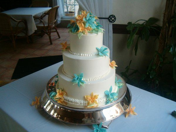 Orange and blue flowers on the cake