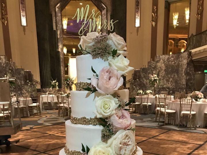 Tmx 1537204529 63e354e7d227e220 1537204525 996eb7ffc3f9ee94 1537204518806 2 IMG 5714 Cincinnati wedding cake