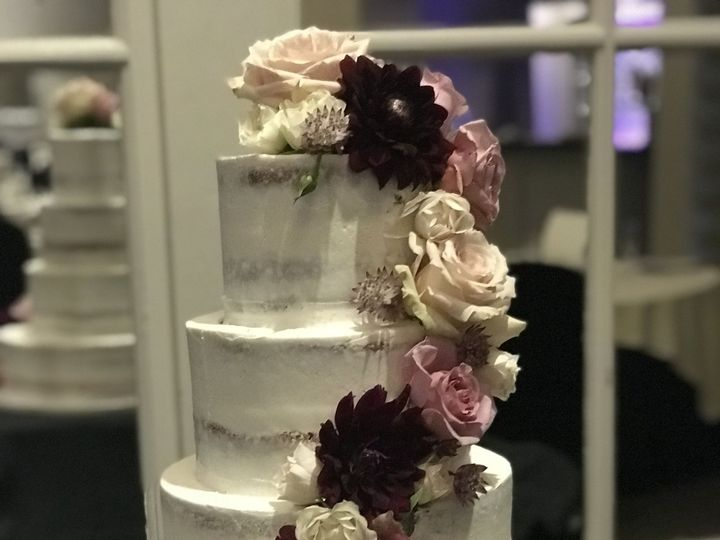 Tmx 1537204529 C6fcf7ed6540aaee 1537204526 301a73ad121a105a 1537204518808 6 IMG 5837 Cincinnati wedding cake