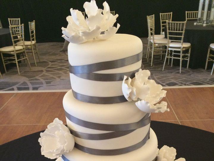 Tmx 1537205838 6eef35e6fa66d7b2 1537205835 867a674a8434d297 1537205831180 13 IMG 3107 Cincinnati wedding cake