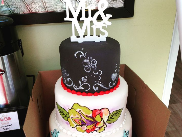Tmx 1537205838 D4ee5d1501a5b4d0 1537205835 11db63e78198dc5f 1537205831180 14 IMG 5735 Cincinnati wedding cake
