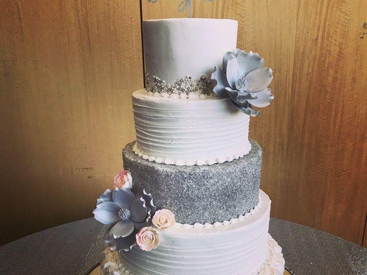 Tmx 1537205844 0f87c5a6a290058b 1537205842 7f52da81926f9b7e 1537205831188 23 IMG 2026 Cincinnati wedding cake