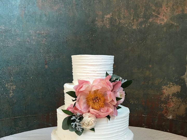 Tmx 1537205846 2b56ecd6fab8b312 1537205842 7dd40537af7fb43b 1537205831186 22 IMG 2541 Cincinnati wedding cake