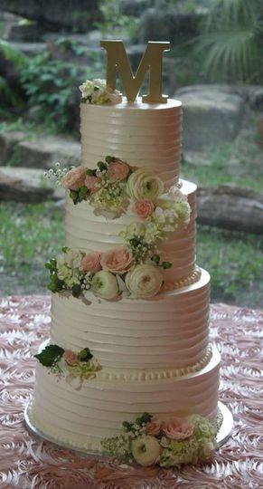 Classy Wedding Cake with Fresh Flowers