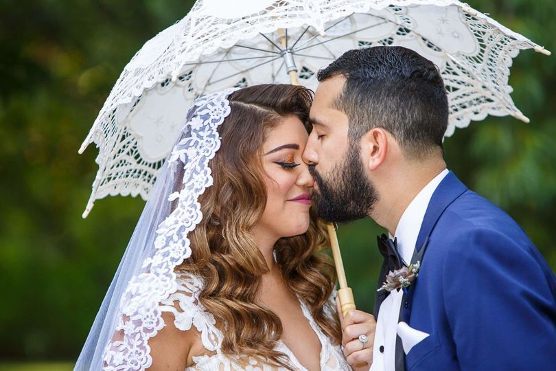 a0a8f98b146cc7e9 1510858599947 wedding aviero the tides kiss