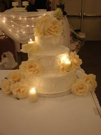 This is our classic romance cake when the votives are lit. The flickering lights from the candles...