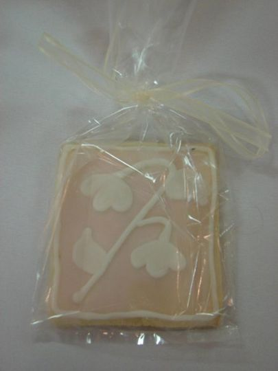 Lily of the Valley flowers adorn this cookie favor. Each cookie serves 1 and can be decorated to...