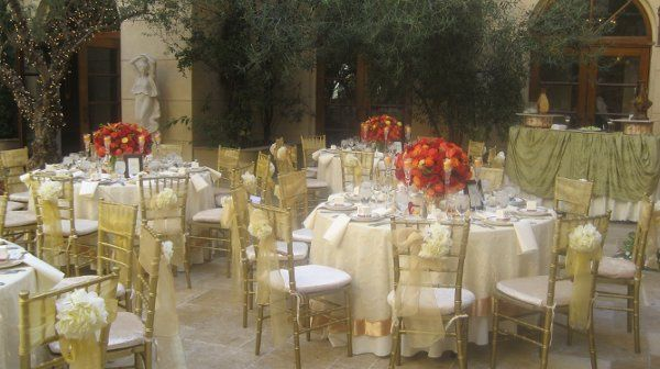 Wedding at the court yard of Ayres hotel with rental provided by Imperial Party Rentas (Gold...