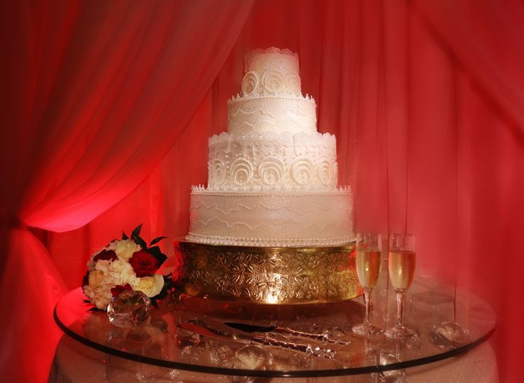 Bride's cake with crystal elegance
