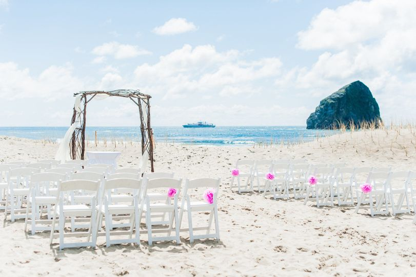 Beach Ceremony at Pelican Brewing.  Photo by Imago Dei Photography