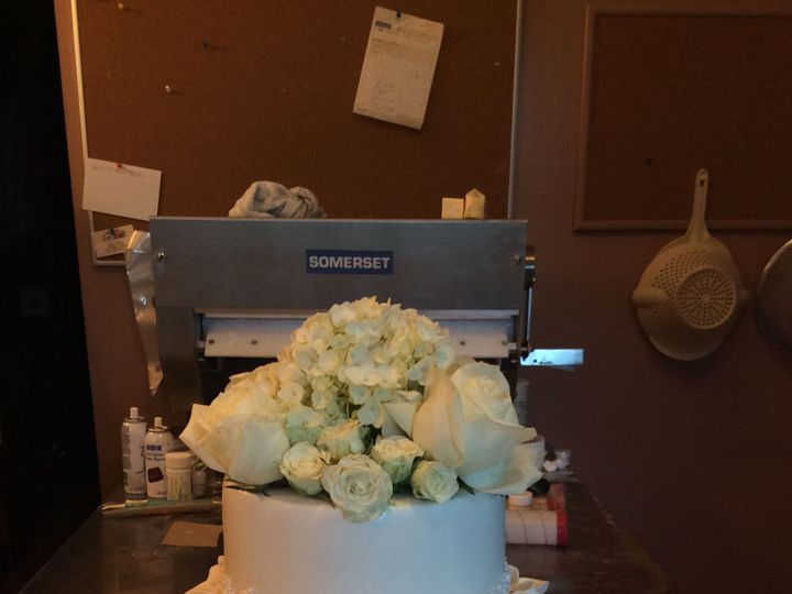 Tmx 1520200574 D631490a2067feec 1520200572 212b67b1ddf217cd 1520200549607 9 8B197EDD 837A 4CFD Schenectady, New York wedding cake
