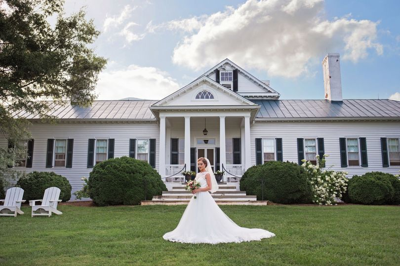 6a84344b81be0875 bride and house