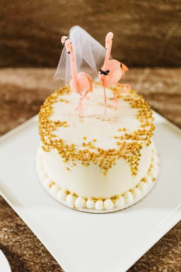 Mollys Cupcakes Round Border Gold Pearl Cake Photo By Christian Gi