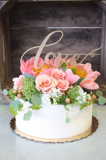 Single Layer Wedding Cake, Topped With Fresh Flowers, Drag Texture.