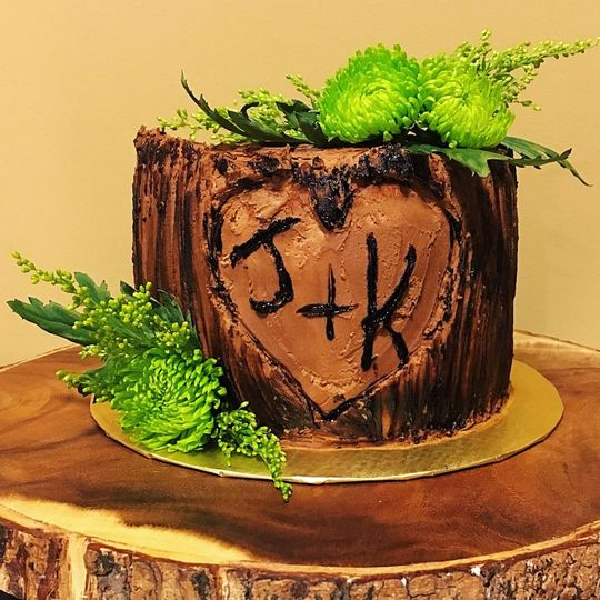 Tree trunk themed cake