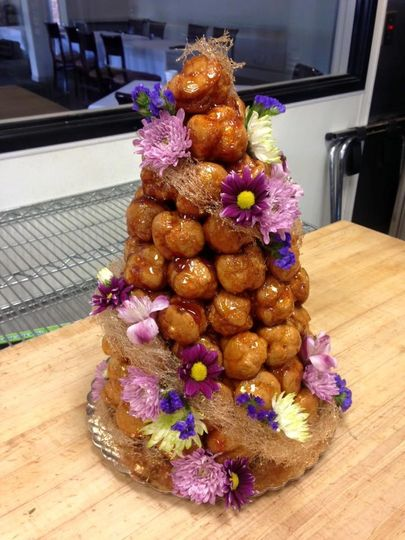 Croquembouche: the traditional French wedding cake!