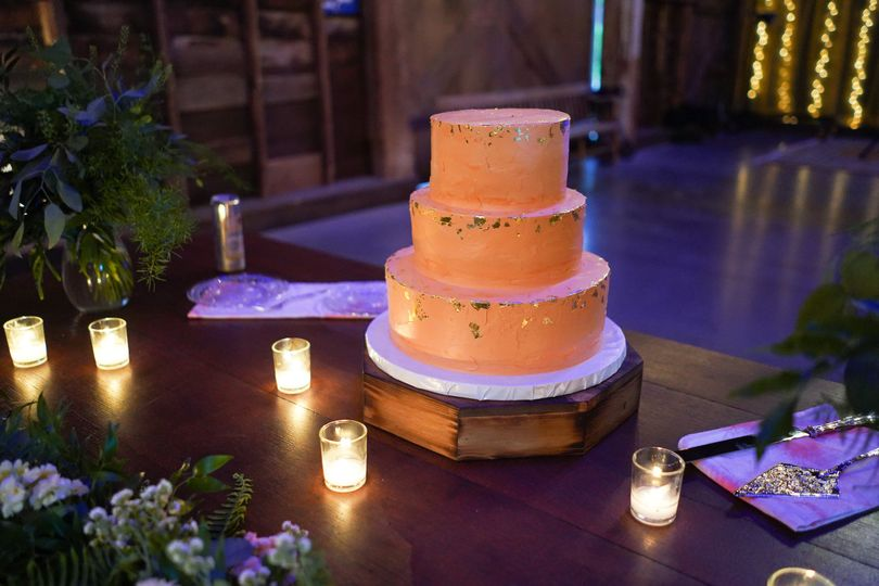 Simple wedding cake with gold flakes