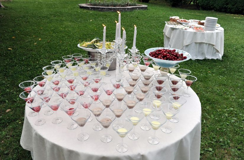 Wedding yard cocktails