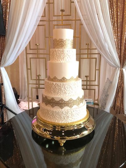dusty pink and gold cake2 51 47366