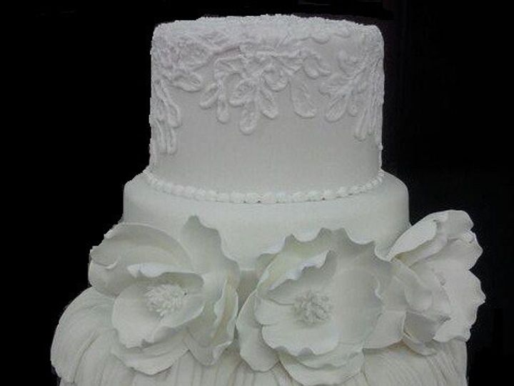 Tmx 1376621793611 Ruffle And Flowers Addison, TX wedding cake