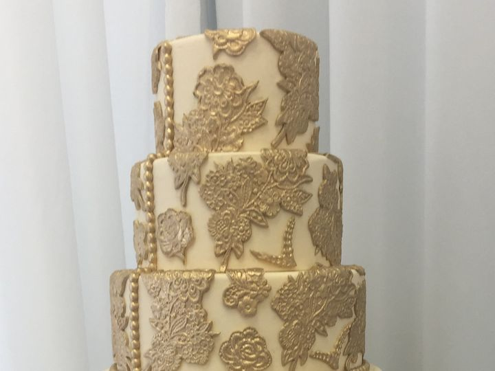 Tmx Gold Cake 1 51 47366 Addison, TX wedding cake