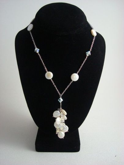 Fresh water pearls in a beutiful pendent with sterling silver chain