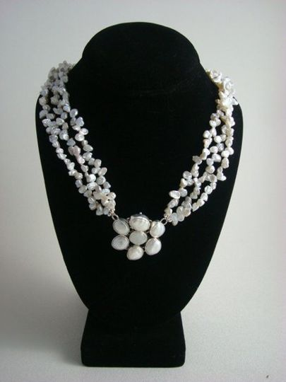 beutiful hand made penden with fresh water kashie pearls