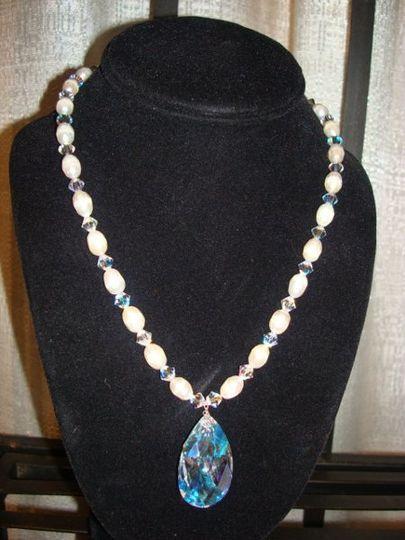 beutiful fresh wather pearls with sworovski cristal pendent