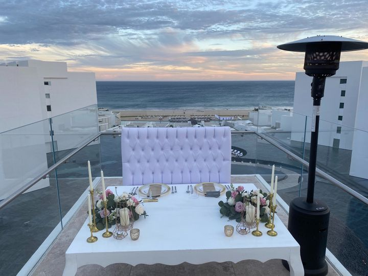Viceroy Sweetheart Table