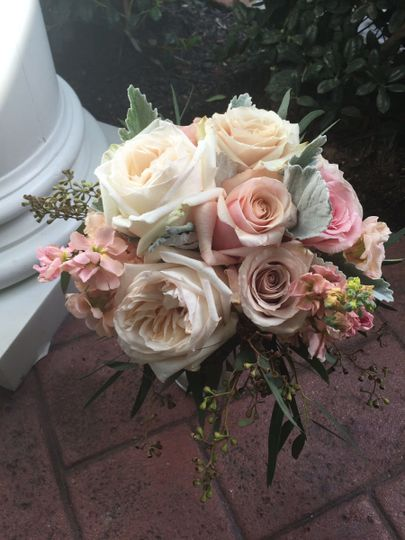Lush vintage shades for this on trend bouquet