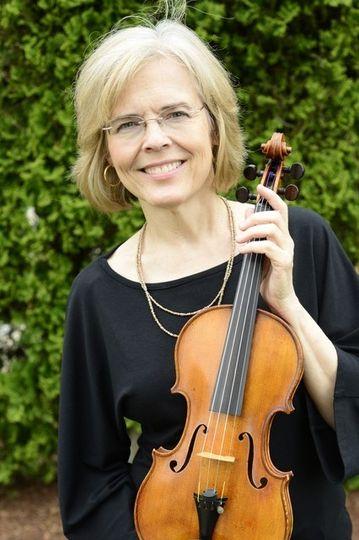 Lynn, violinist