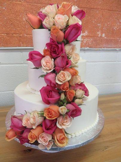 e19acd3d04aae16b 1530823533 a5845f40353bc9a2 1530823532599 14 fresh roses cake