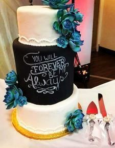 Chalkboard cake with blue flowers