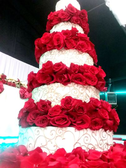Wedding cake with red roses
