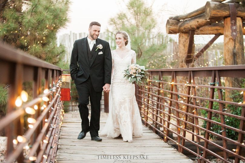 Newlyweds on the bridge | Timeless Keepsake Photography