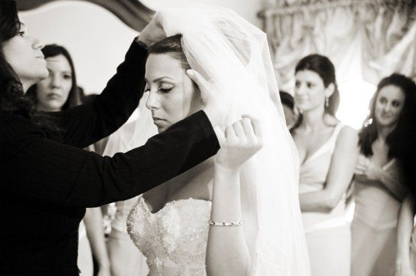 Placing the blusher and veil. Photo by Christian Oth