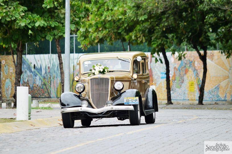 Auto antiguo de Novios