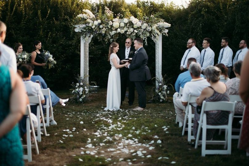 Exchanging vows in the open air