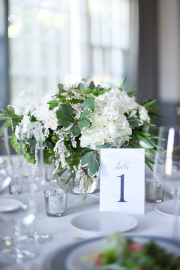 Close Flower and Table Design