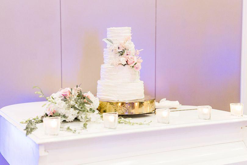 Wedding cake table setting